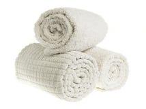 色的奶油滚的温泉毛巾 免版税库存图片