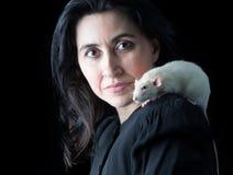 黑色的妇女与白色鼠 库存照片