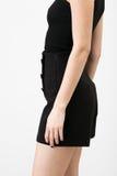 黑色的少妇短缺和衬衣 免版税库存图片