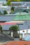 色的屋顶在市区 图库摄影