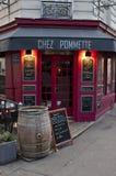 色的巴黎餐馆 免版税库存照片