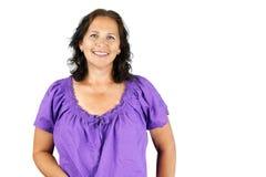 紫色的微笑的妇女 免版税库存图片
