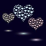 色的心脏由明亮的颜色做成小水晶  免版税库存照片