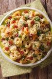 色的意大利式饺子用帕尔马干酪和香肠特写镜头 v 库存图片
