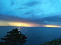 色的日落海湾 库存图片