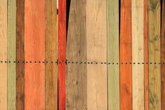 色的木板条老篱芭作为背景的 库存图片