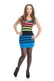 色的条纹礼服的秀丽妇女 免版税库存图片