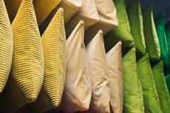 色的枕头接近  库存照片