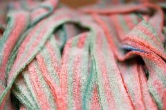 色的欧亚甘草棍子,果冻糖果选择聚焦 免版税库存图片