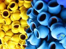 色的泥罐 免版税库存照片