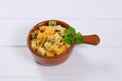 色的煮熟的意大利面食 库存照片