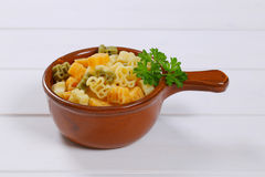 色的煮熟的意大利面食 免版税库存照片