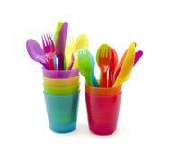 色的玻璃和刀叉餐具 免版税库存照片