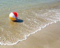 色的球海滩 免版税库存图片