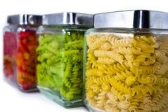 色的瓶子意大利面食 免版税库存图片