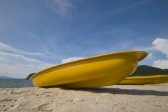 色的皮船黄色 免版税库存图片