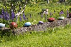 色的石头在Eggum的一个庭院里 库存图片