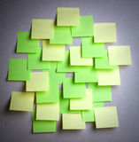 色的空的许多附注贴纸 图库摄影