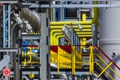 色的管道系统的精炼厂 免版税库存图片