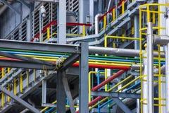 色的管道系统的精炼厂 免版税图库摄影
