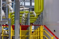 色的管道系统的精炼厂 免版税库存照片