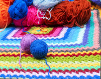 色的羊毛球  免版税库存照片