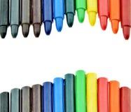 色的蜡铅笔或蜡笔在白色背景 免版税库存图片
