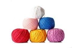色的螺纹缠结编织的在白色背景 免版税库存图片