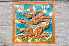 色的釉龙 免版税图库摄影