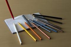 色的铅笔和附注 免版税图库摄影