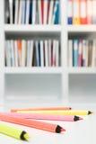 色的铅笔在办公室 库存图片