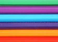 色的铅笔背景,水平地说谎 免版税图库摄影