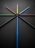 色的铅笔,在黑背景,浅景深 免版税库存图片