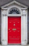 色的门在从英王乔治一世至三世时期时期(18世纪)的都伯林 免版税库存图片