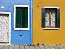 色的门面在Burano 图库摄影