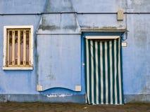 色的门面在Burano 库存图片