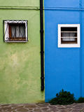 色的门面在Burano 免版税库存图片