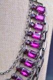 紫色的项链关闭 库存照片