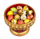 色的鹌鹑蛋(小的鸟鸡蛋)在Lanna盘子 免版税库存图片