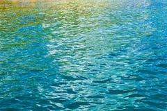 色的水反映 库存照片