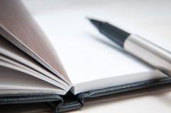 黑色皮革笔记本 库存图片