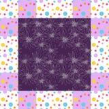 黑色看板卡空白色的花卉花的虹膜 与手拉的花的典雅的班丹纳花绸在小点框架 库存照片