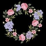 黑色看板卡空白色的花卉花的虹膜 玫瑰花束, 库存照片