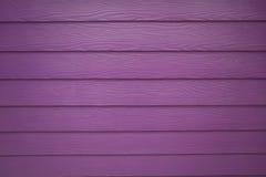 紫色真正的木纹理背景 库存照片