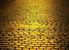 黄色砖路 免版税库存图片