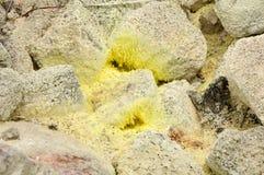 黄色硫磺水晶 库存图片