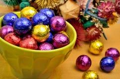 绿色碗用巧克力 图库摄影