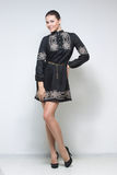 黑色礼服性感的妇女 长的行程 图库摄影
