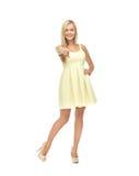 黄色礼服的妇女 免版税库存图片