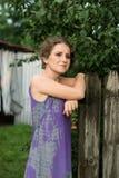 紫色礼服的妇女 免版税图库摄影